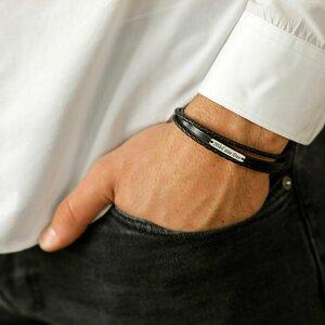 Bratara barbateasca cu 3 straturi de piele naturala neagra simpla si impletita - Placuta ingusta cu gravura personalizata - Argint 925 - Inchizatoare clips inox