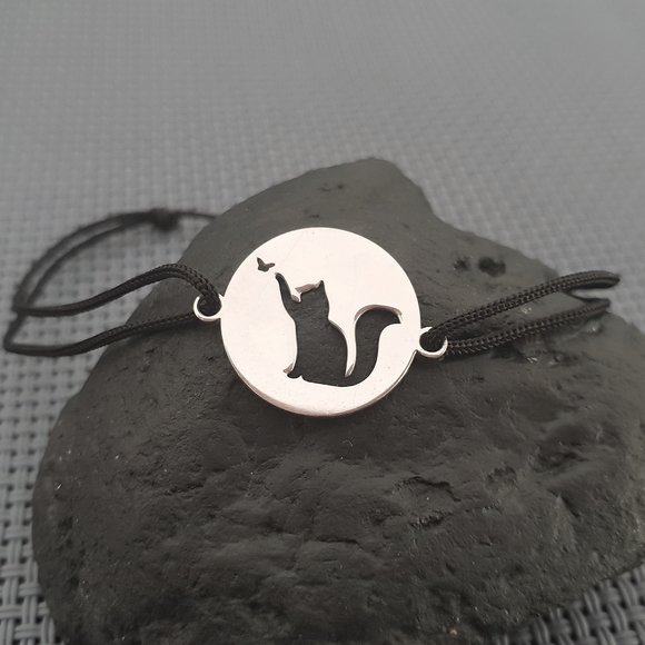 Bratara Pisica decupata - Argint 925, snur rosu/negru