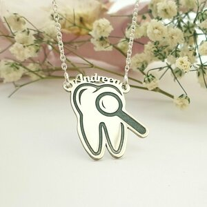 Lantisor personalizat - Pandantiv dinte cu nume - Argint 925
