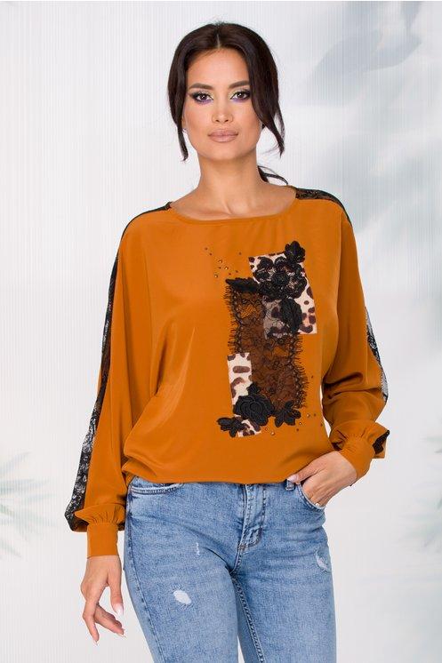 Bluza LaDonna maro in croi lejer cu insertii din dantela si animal print