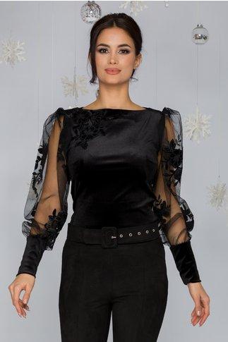 Bluza LaDonna neagra din catifea cu accente din tull si flori 3D aplicate in zona bustului