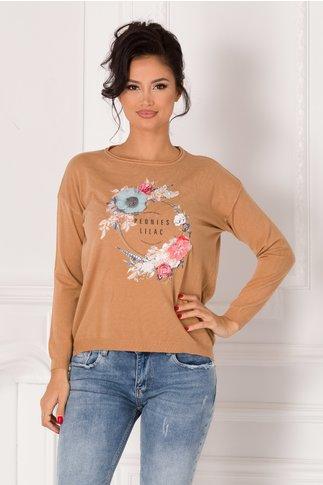 Bluza Lara crem cu flori 3D si text imprimat pe fata