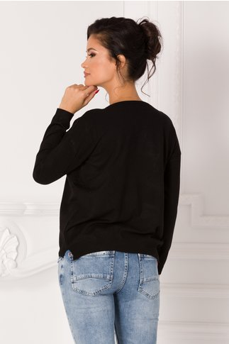 Bluza Lara neagra cu flori 3D si text imprimat pe fata