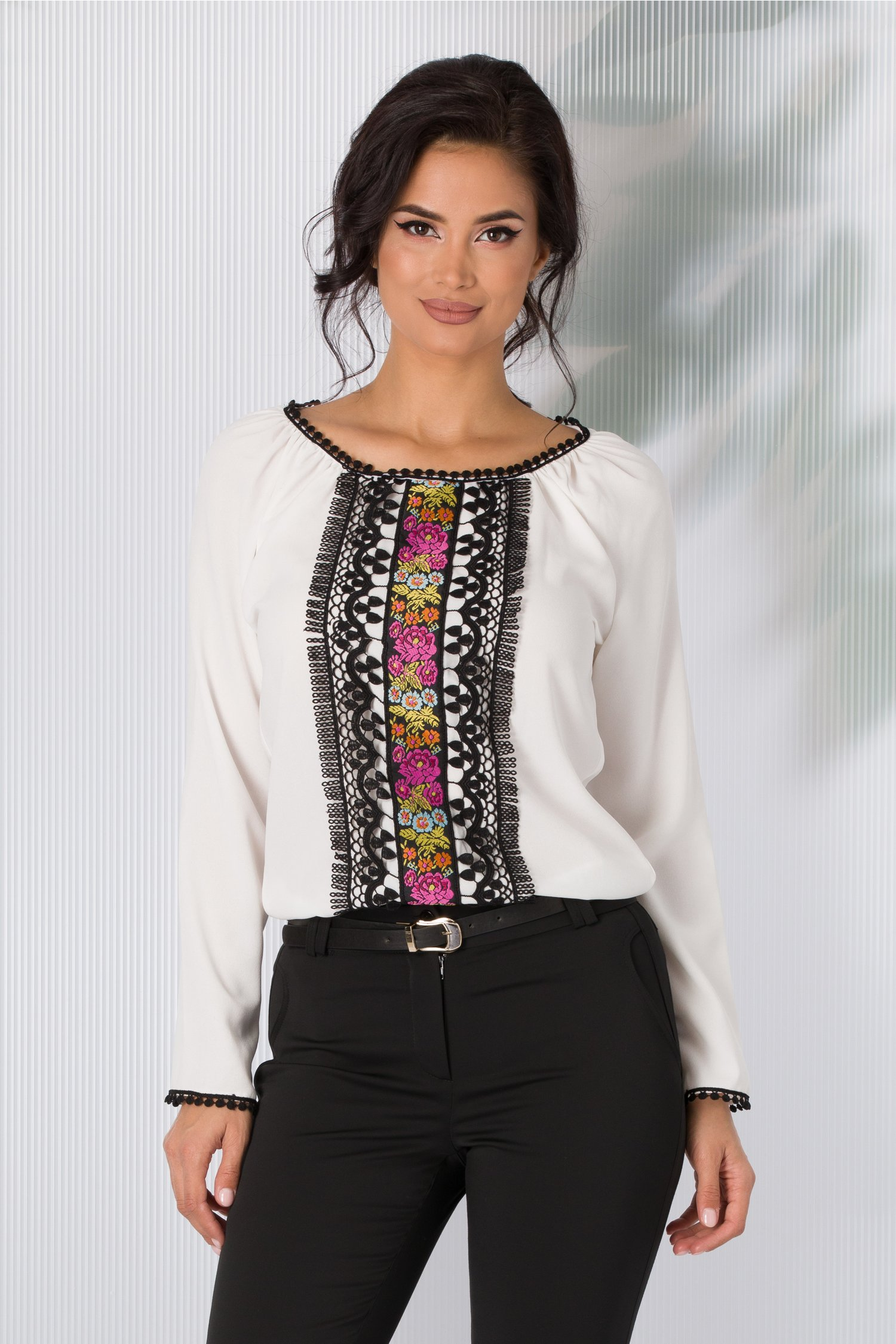 Bluza Marisa alba cu broderie traditionala