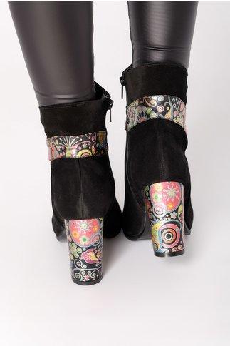 Botine Ollen negre cu imprimeu multicolor