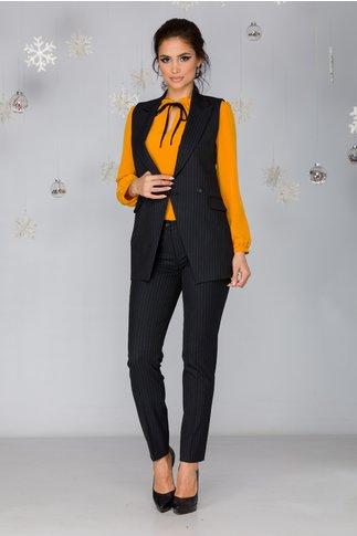 Compleu Irra negru cu pantaloni si vesta cu dungi