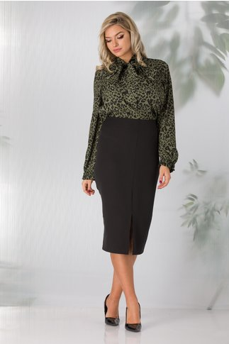 Compleu Jane office cu camasa verde animal print si fusta neagra conica
