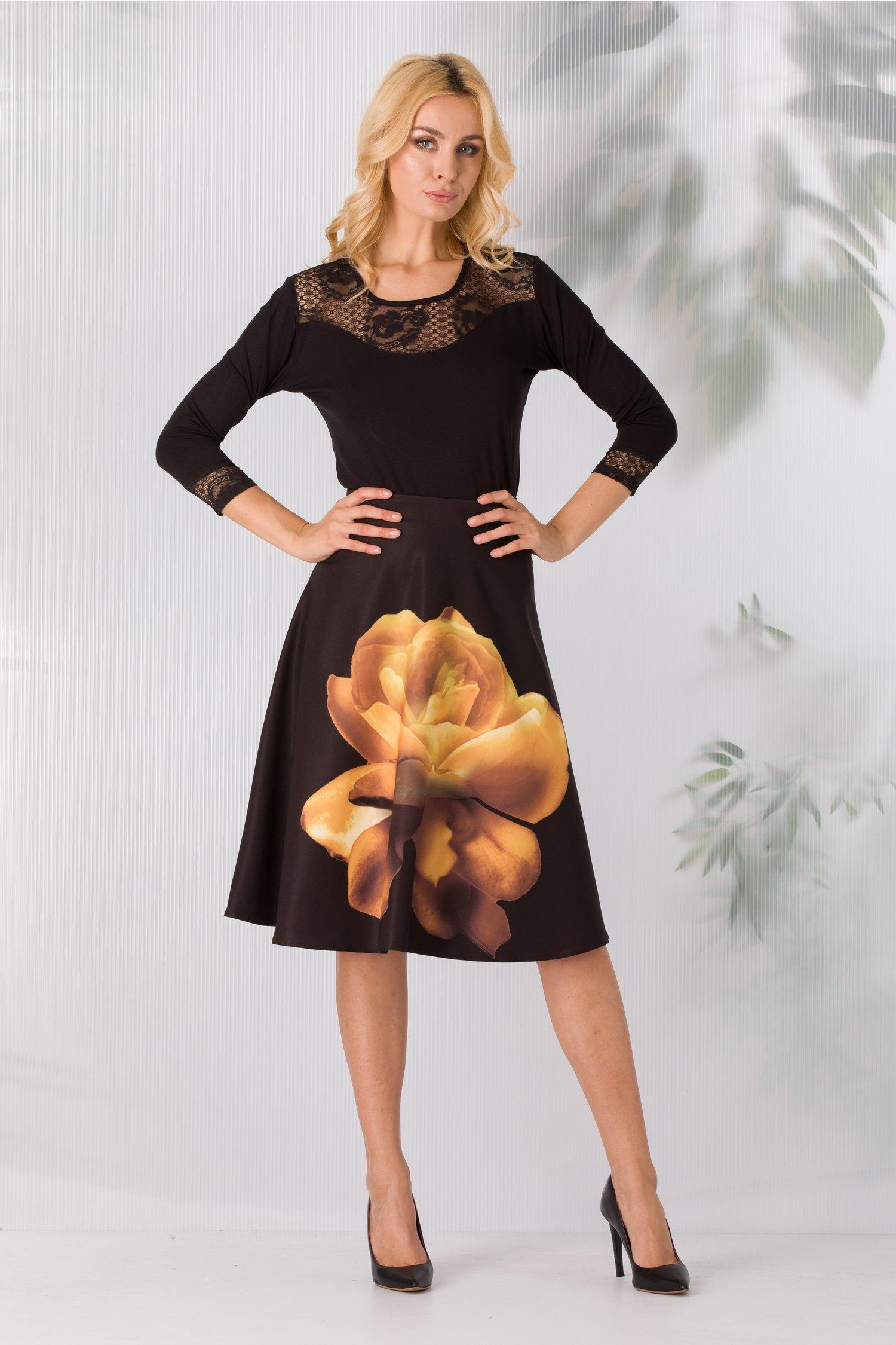 Fusta Dominique clos neagra cu floare galbena
