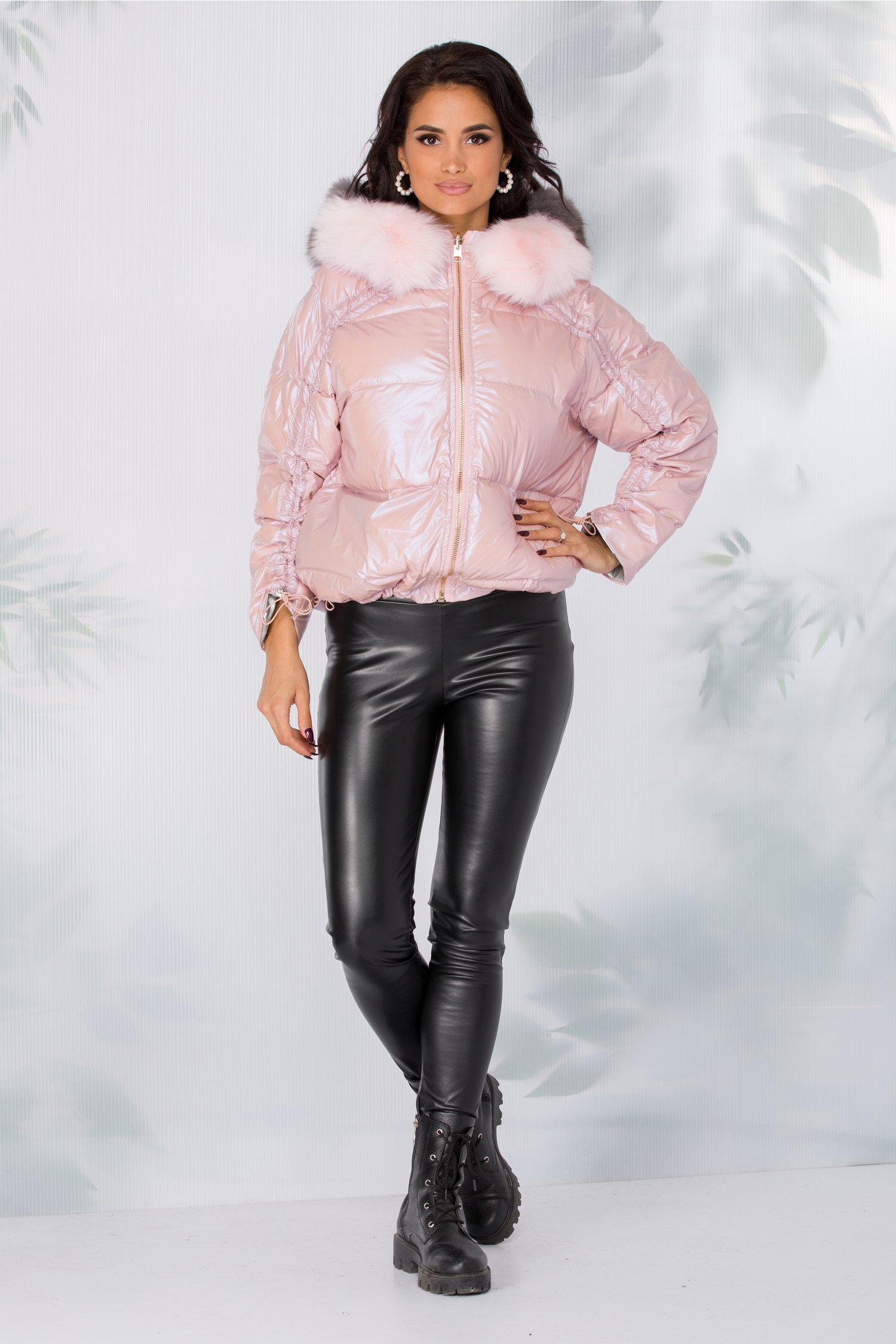 Geaca Meghan roz cu reflexii si blanita naturala detasabila la gluga