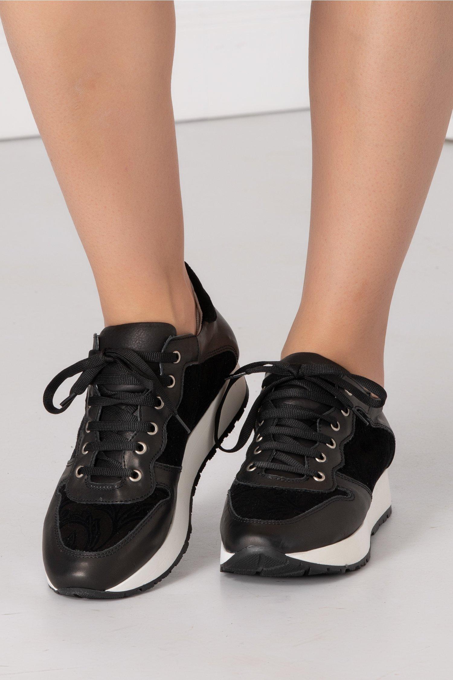 Pantofi casual negri cu detalii catifelate