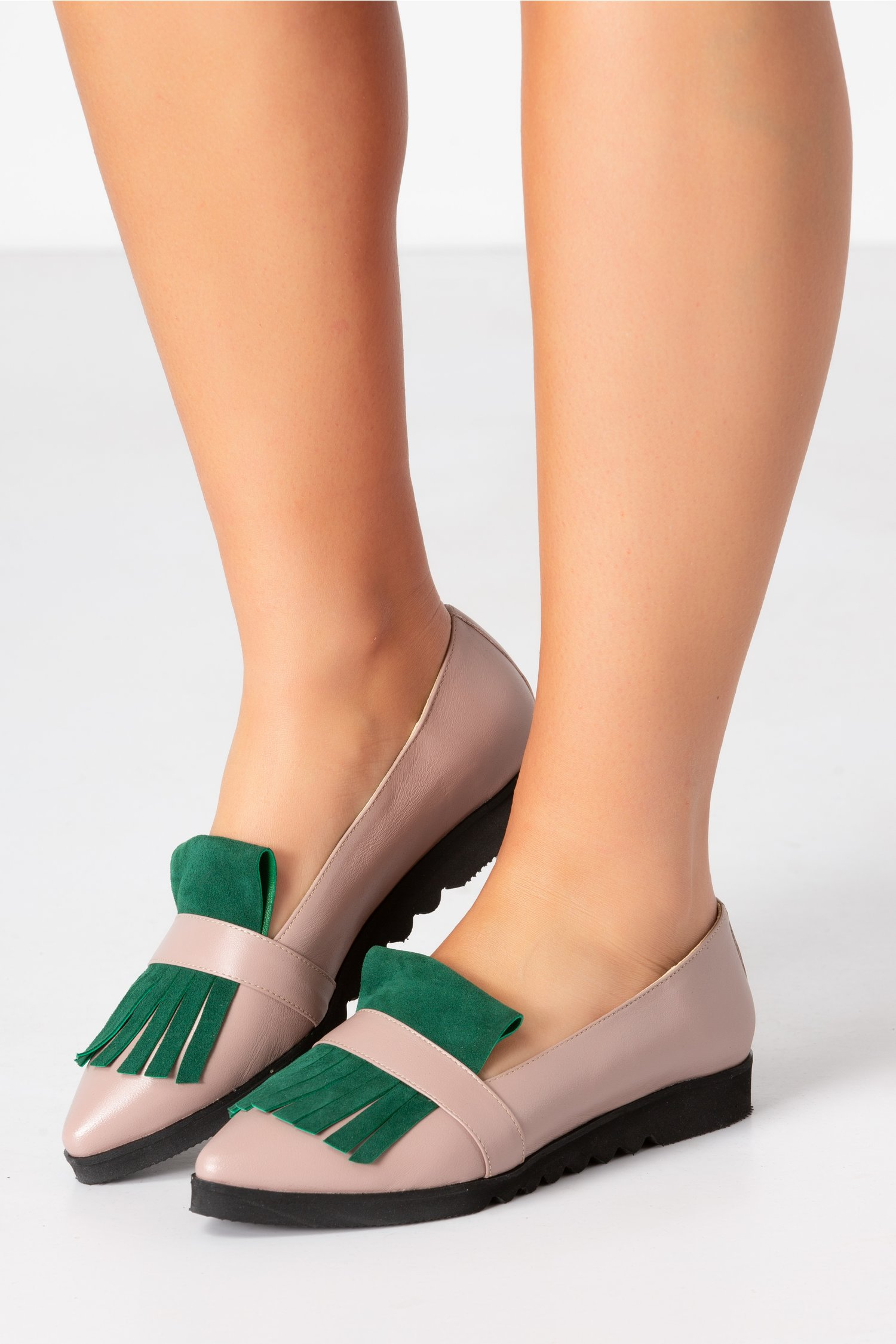 Pantofi crem cu talpa joasa si franjuri verde