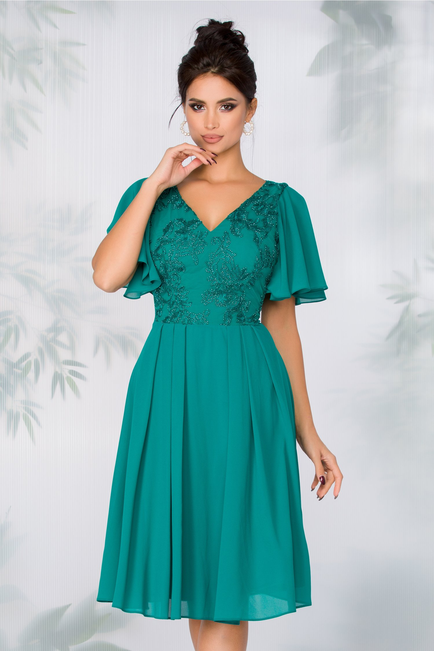 Rochie Anastasia verde din voal cu broderie florala la bust si margelute