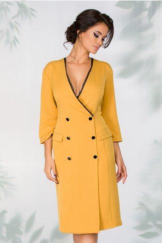 Rochie Cosmina galben mustar stil sacou cu broderie neagra pe linia decolteului