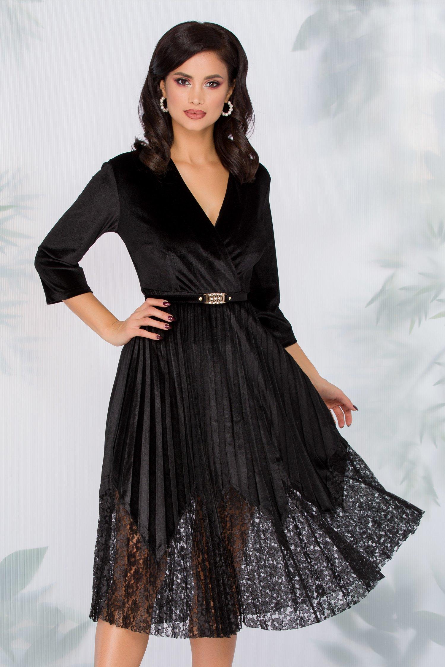 Rochie Dana neagra din catifea cu fusta plisata si insertii din catifea