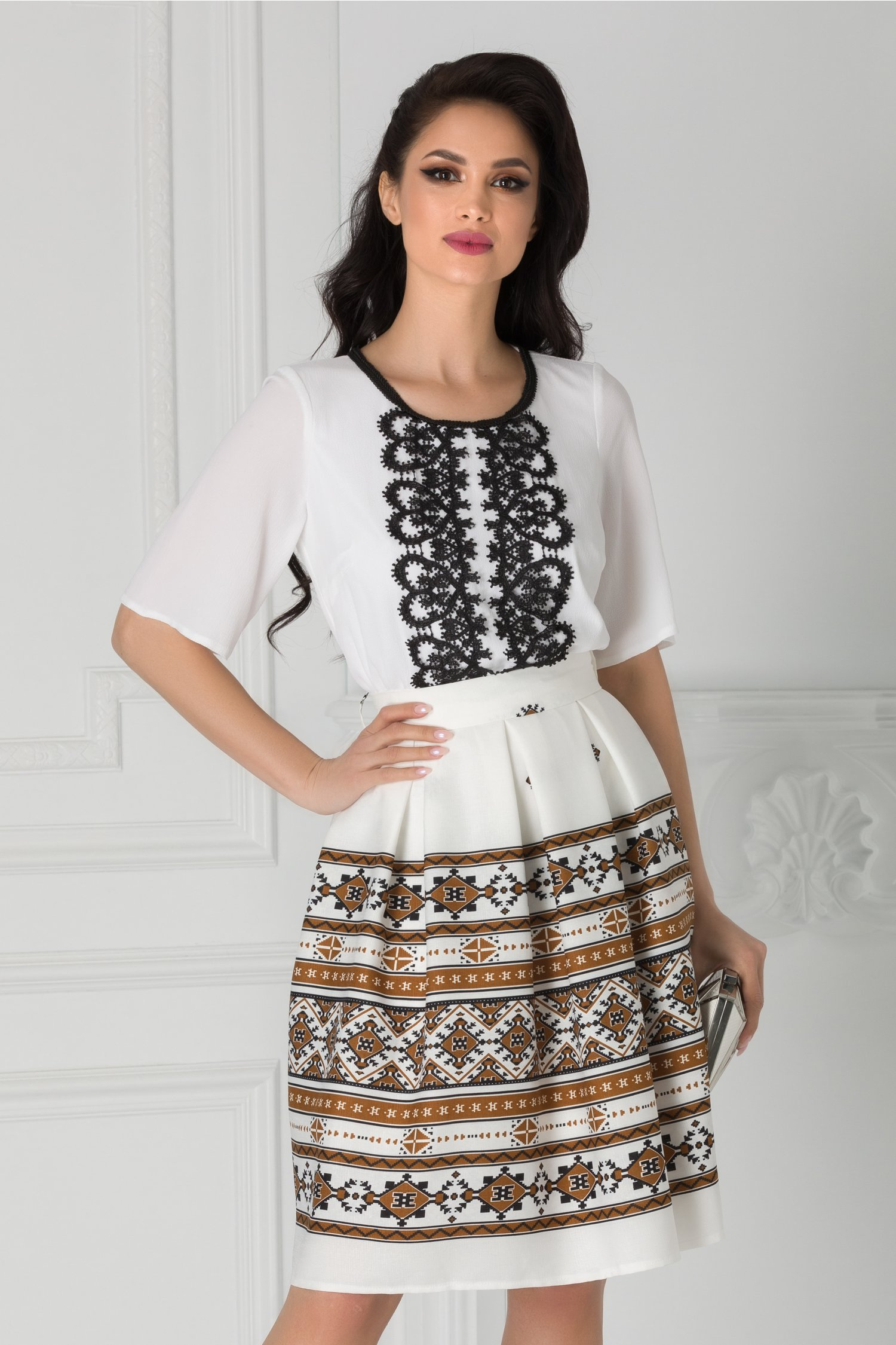 Rochie Kaley alba motive traditionale maro