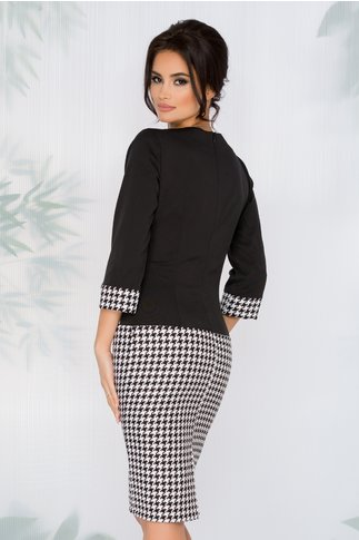 Rochie Ranya neagra cu imprimeu alb-negru pe fusta si baza manecilor