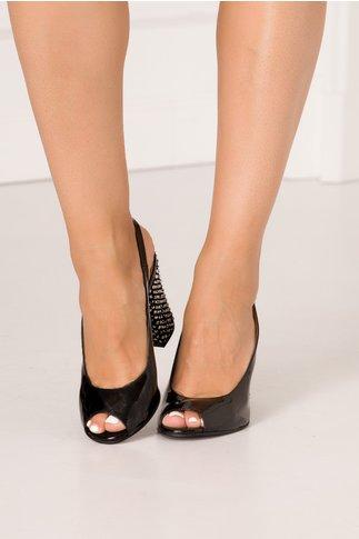 Sandale negre din piele lacuita cu toc gros deosebit