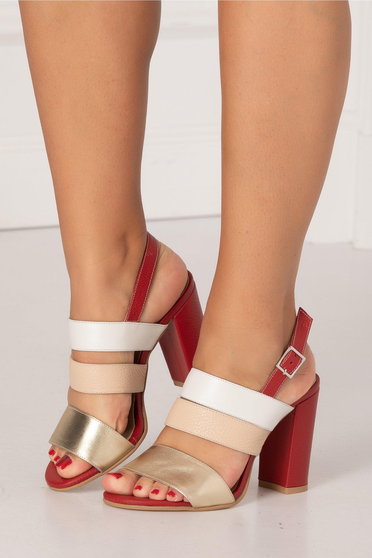 Sandale rosii cu bareta aurie