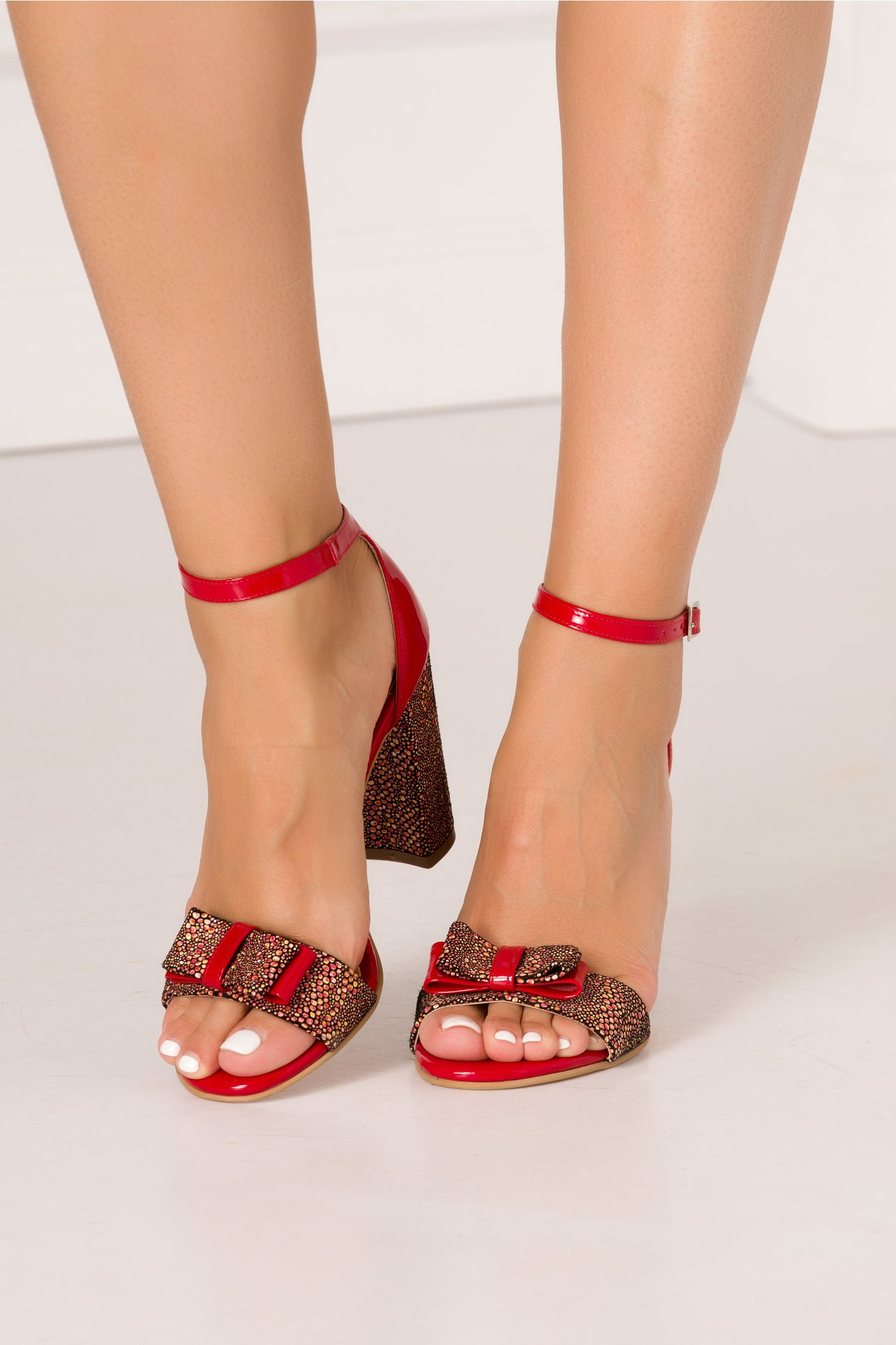 Sandale rosii din piele lacuita cu imprimeu mozaic