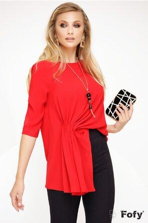 Bluza Fofy rosie lejera cu fronseuri asimetrice si colier inclus