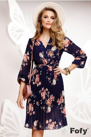 Rochie diafana bleumarin cu imprimeu floral cu decolteu si fusta plisata