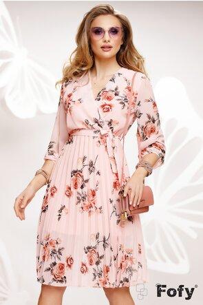 Rochie diafana roz cu imprimeu floral cu decolteu si fusta plisata