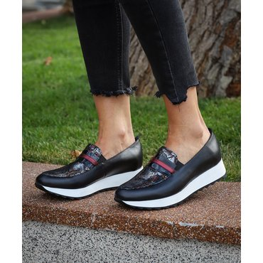 Pantofi casual negrii din piele naturala cu imprimeu sarpe Klara