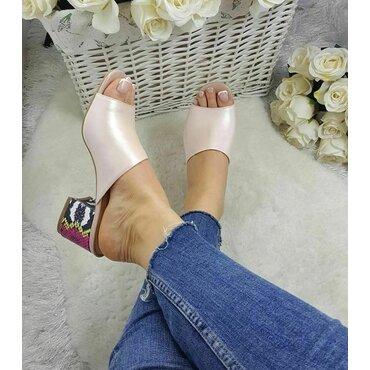 Saboti din piele naturala roz Cleo