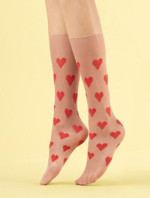 Sosete lungi pudra subtiri cu inimioare rosii Fiore Love Me 8 den