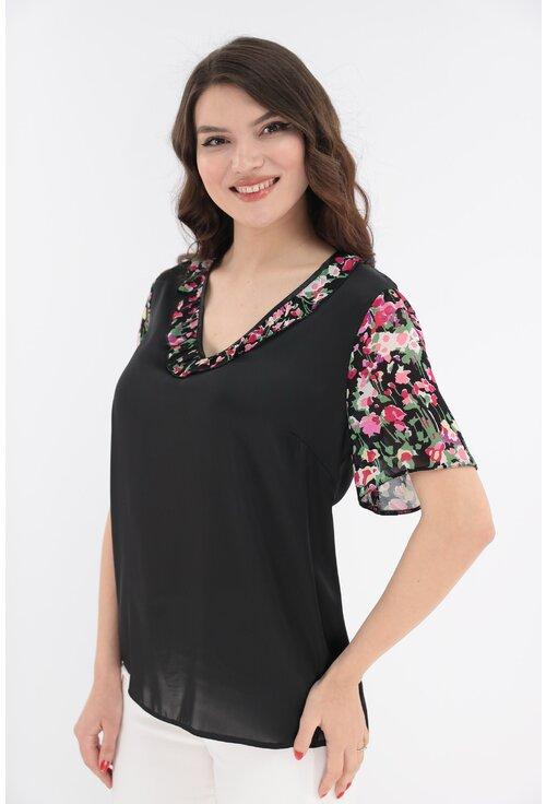 Bluza neagra cu volan cu print floral multicolor
