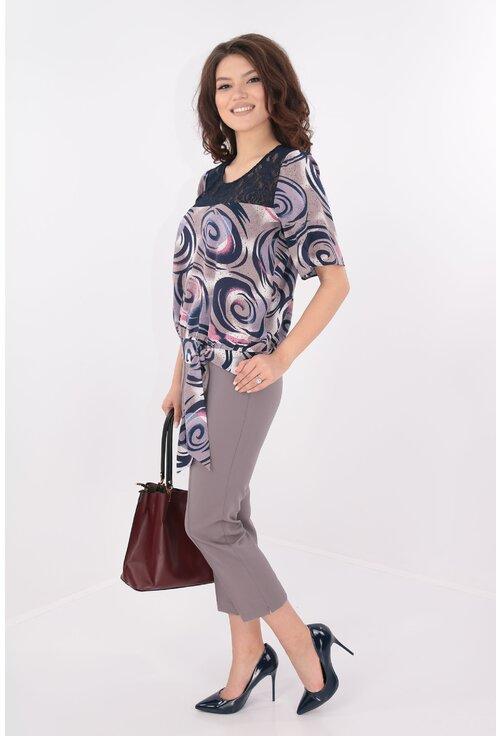 Costum bluza fucsia si pantaloni gri