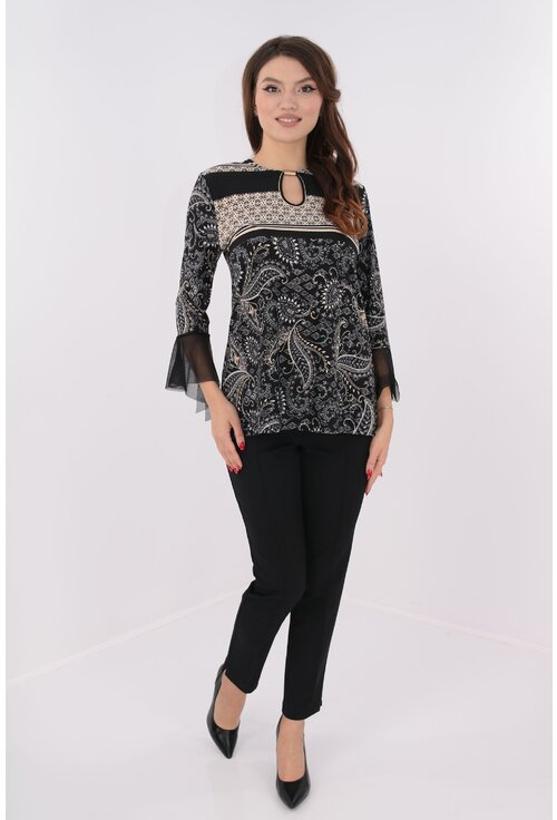 Costum bluza negru-crem si pantaloni negri