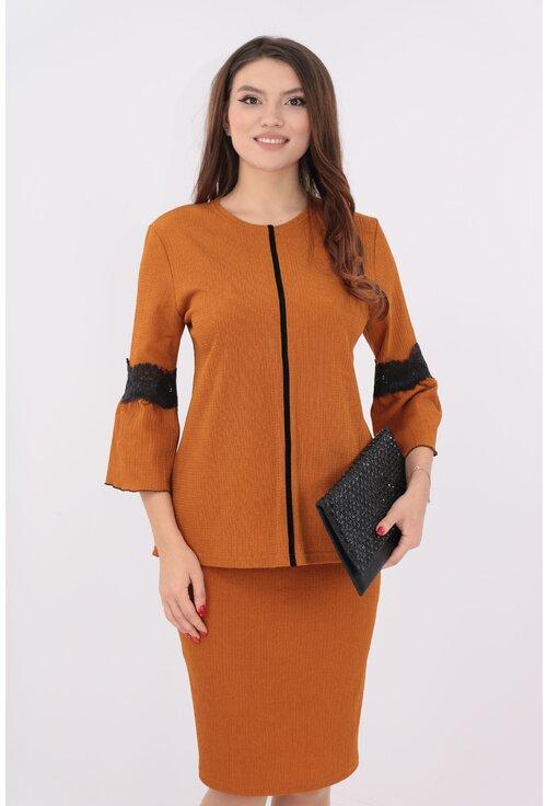 Costum tricotat camel bluza si fusta