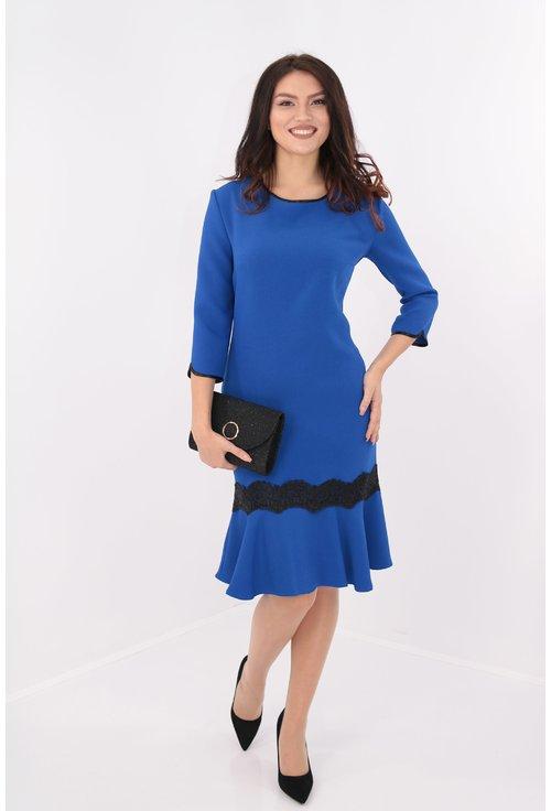 Rochie albastru-regal cu volan si dantela neagra