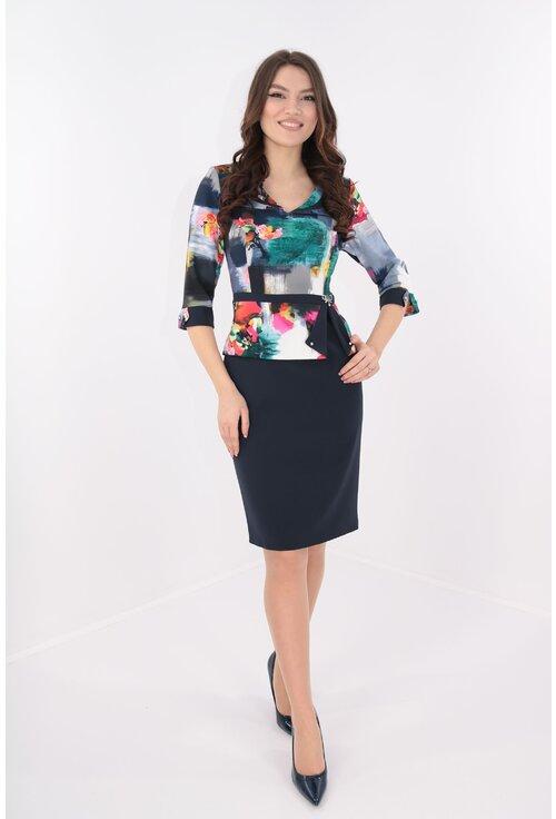 Rochie bleumarin cu aspect de costum si print multicolor